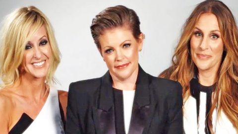 Dixie Chicks Get Political During First U.S. Concert In Ten Years | Country Music Videos