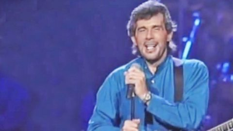 Eddie Rabbitt Lights Up The Stage With Timeless 'I Love A Rainy Night' Performance | Country Music Videos