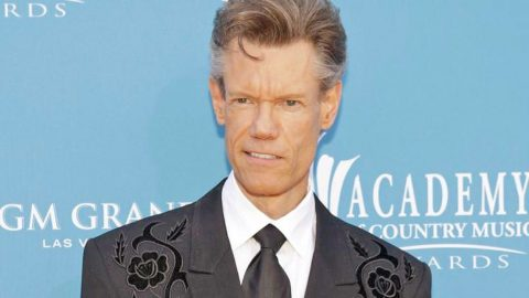 Randy Travis Makes Surprise Appearance At Grand Ole Opry | Country Music Videos