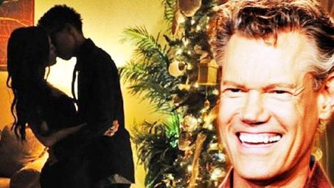 Randy Travis – How Do I Wrap My Heart Up For Christmas (VIDEO) | Country Music Videos