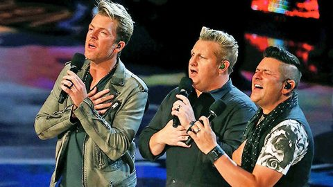 Rascal Flatts Shocks Audience With Super Star Guest During 'What Hurts The Most' Performance | Country Music Videos