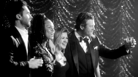 'Voice' Coaches Battle It Out With '60s Megahits In Ratpack Inspired Music Video | Country Music Videos