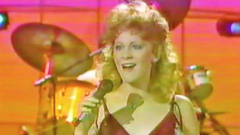You Won't Be Able To Stop Smiling While Watching Reba Sing Her Very First #1 Hit | Country Music Videos
