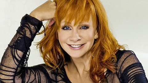 Reba McEntire Shares Beautiful Photos Of Her Family During Thanksgiving Weekend | Country Music Videos