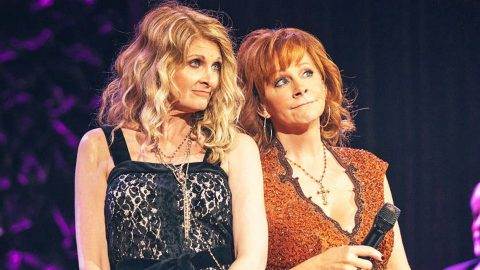 Reba McEntire & Linda Davis Reunite For Surprise Duet Of 'Does He Love You'   Country Music Videos