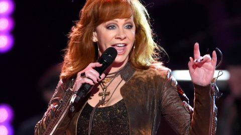 Reba Calls Out Pop Legend For Being 3 Hours Late To Concert | Country Music Videos