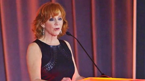 Reba McEntire Reveals The Lessons She Learned From Her 'Tough' Year Following Divorce | Country Music Videos