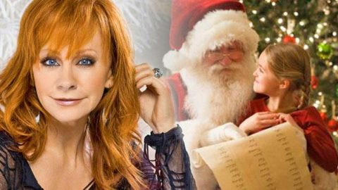 Reba McEntire – Santa Claus Is Coming Back To Town | Country Music Videos