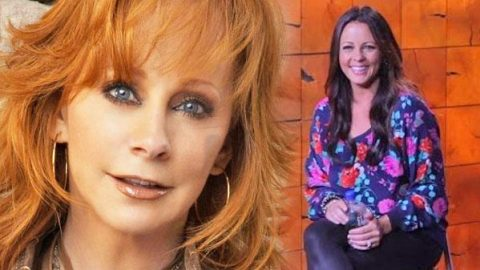 """Sara Evans Sings Reba McEntire's """"One Promise Too Late"""" (Live) 