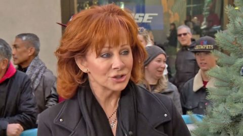 Reba McEntire Reveals Opinion About Garth Brooks Lip Syncing At The CMA Awards | Country Music Videos