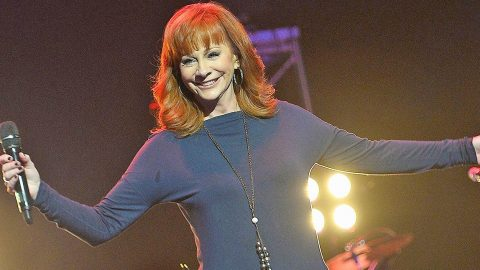 Reba McEntire And Sister Are 'Twinning' In Adorable Throwback Photo | Country Music Videos