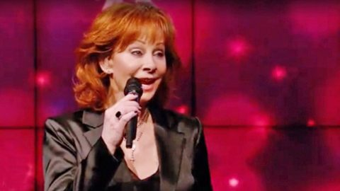 Reba Gets In The Holiday Spirit With Adorable Christmas Medley | Country Music Videos