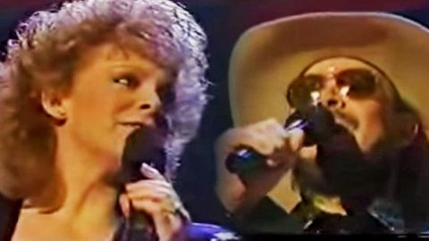 Reba McEntire – Hey Good Lookin' (feat. Hank Williams) (WATCH) | Country Music Videos