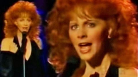 Reba McEntire – She Thinks His Name Was John (LIVE) (VIDEO) | Country Music Videos