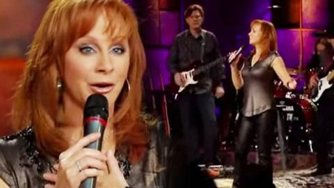 Reba McEntire – I'm A Survivor (LIVE) (WATCH) | Country Music Videos