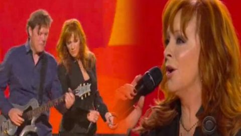 Reba McEntire – When Love Gets a Hold of You (LIVE) (VIDEO) | Country Music Videos