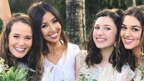 Duck Dynasty's Rebecca Robertson Reveals Health Scare During Tropical Honeymoon | Country Music Videos