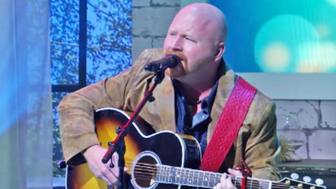 'Voice' Star Red Marlow Returns To TV With Moving Performance Of His Debut Song | Country Music Videos