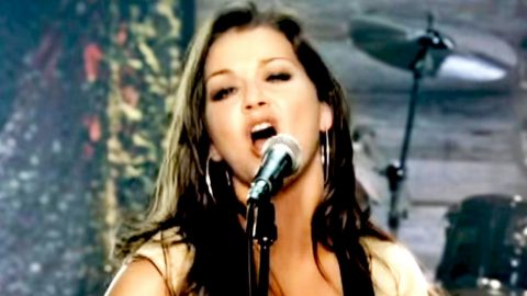 Gretchen Wilson Makes Mighty Debut With Country Girl Anthem 'Redneck Woman' | Country Music Videos