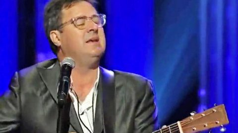 Vince Gill Honors Late Country Star With Heartbreaking 'Go Rest High' Tribute | Country Music Videos
