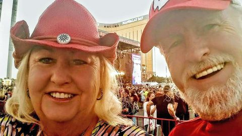 Kenny Rogers Impersonator Rescues 10 People During Vegas Shooting – Hear His Story | Country Music Videos
