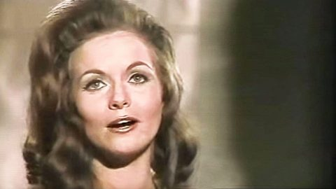 Jeannie C. Riley Tells Off Harper Valley PTA In Opry Performance Of Monster Hit   Country Music Videos
