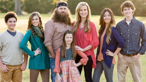 See The Family Photo That Has Willie Robertson's Kids Thinking He Went To Prison | Country Music Videos
