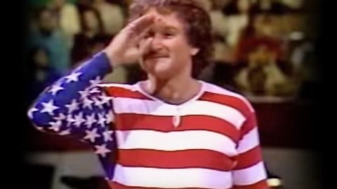 Robin Williams *IS* The American Flag In This Hysterical Comedy Routine | Country Music Videos