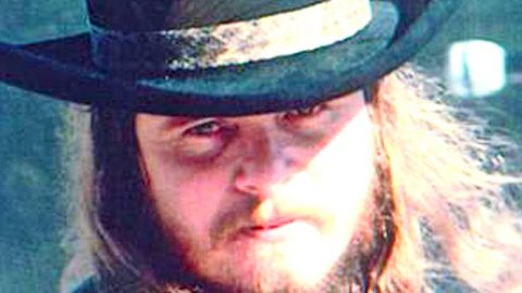 In Rare Interview, Ronnie Van Zant Sets The Record Straight Concerning Two Of Skynyrd's Biggest Hits | Country Music Videos