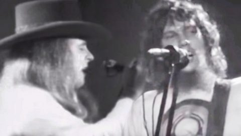 Ronnie Van Zant & Steve Gaines Lead The Charge In Epic Performance Of 'You Got That Right' | Country Music Videos