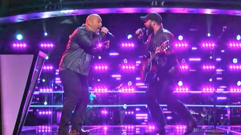Team Blake Members Engage In Epic 'Voice' Battle With Ronnie Milsap Hit | Country Music Videos