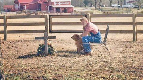 Rory Feek Takes Daughter Indy To Exact Spot He And Joey Normally Spend New Years | Country Music Videos