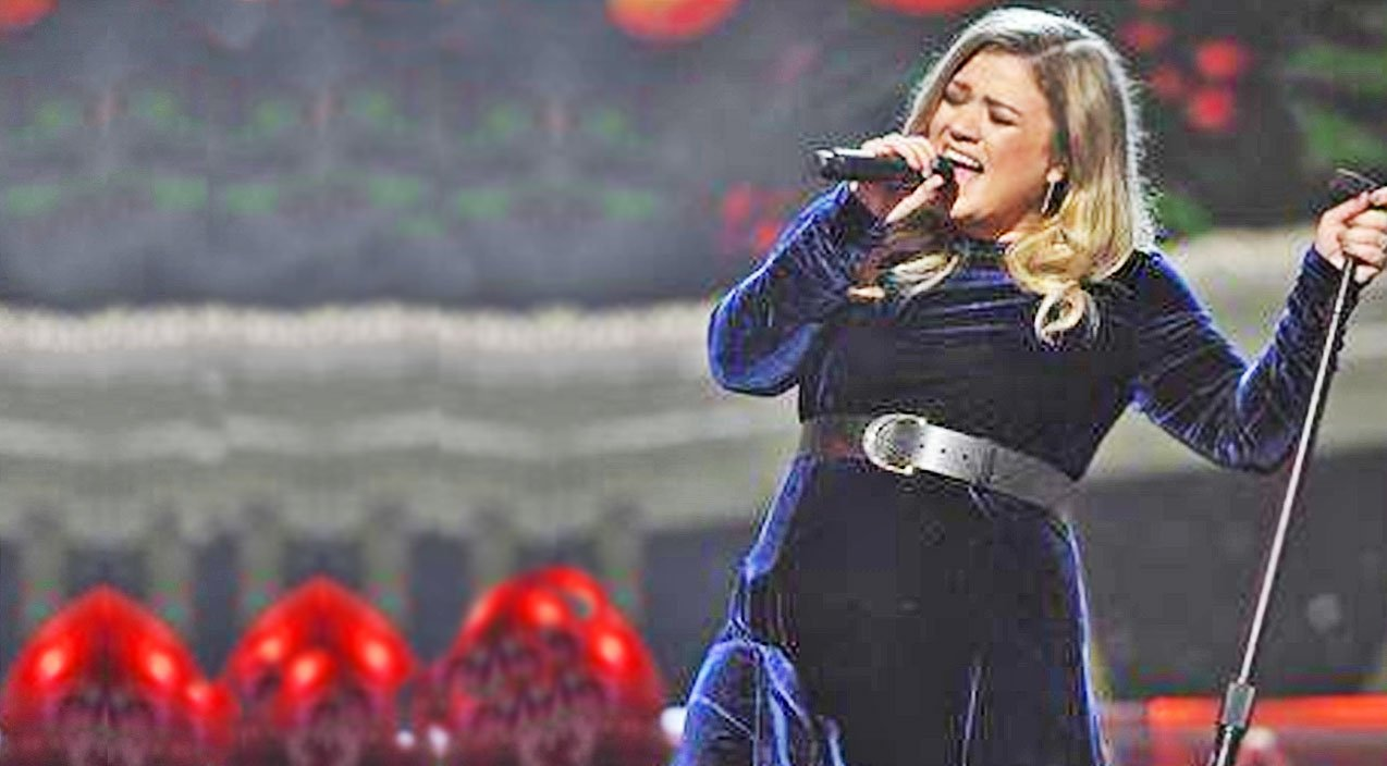 Kelly Clarkson\'s Performance Of These Two Christmas Classics Will ...