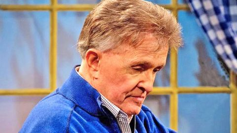 Bill Anderson Asks Fans For Prayers | Country Music Videos