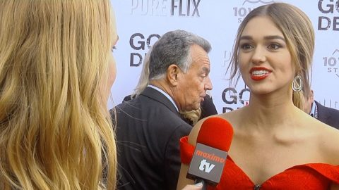 Sadie Robertson Reveals The One Reason Why She Is 'Thankful To Be In The Spotlight' | Country Music Videos