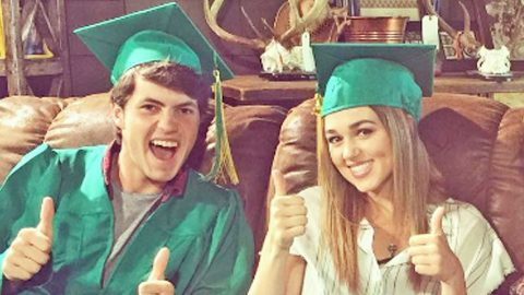 Duck Dynasty Family Celebrates Two Very Important Graduates | Country Music Videos