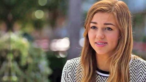 Sadie Robertson Asks For Our Prayers | Country Music Videos