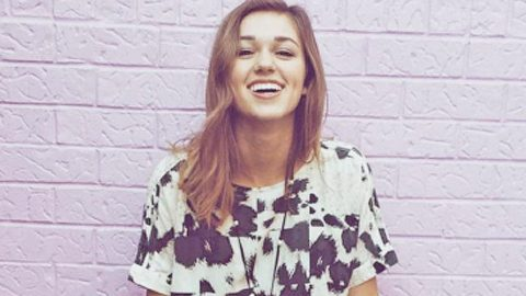 Sadie Robertson Shares Adorable  Cuddle-rific Photo From Childhood | Country Music Videos