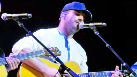 Sam Hunt Steals The Show With Passionate Cover Of Little Big Town's 'Girl Crush' | Country Music Videos