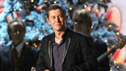 Scotty McCreery Donates His Talent For A Special Christmas Cause | Country Music Videos