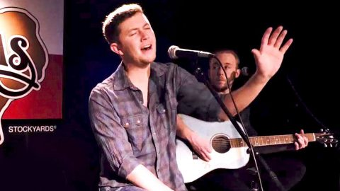 Scotty McCreery Bares Heart & Soul In Unplugged Performance Of 'Five More Minutes' | Country Music Videos