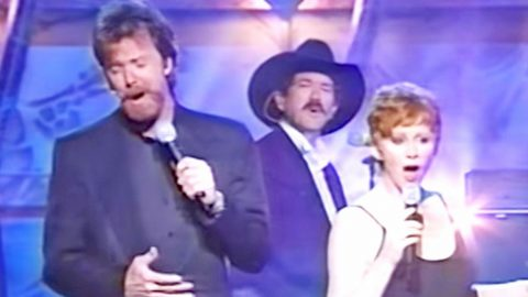Reba McEntire And Brooks & Dunn Leave Millions Spellbound With Flawless 'If You See Him' | Country Music Videos