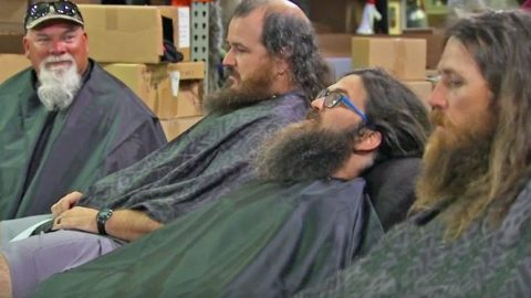 Duck Dynasty Men Get Lice And May Have To Shave Their Heads | Country Music Videos