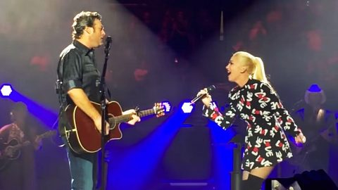 Blake & Gwen Only Have Eyes For Each Other During Duet In His Home State | Country Music Videos