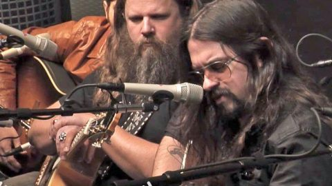 Shooter Jennings Gracefully Honors His Father Through Cover Of His 'Favorite' Song | Country Music Videos