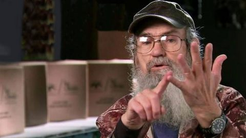 Are Any Of Uncle Si's Outrageous Stories True? | Country Music Videos