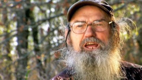 Uncle Si Sings His Favorite Pop Songs, And It's Hysterical! | Country Music Videos