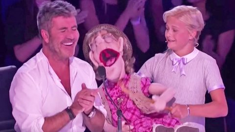 Darci Lynne's Puppet Leaves Simon Cowell Blushing With Flirty Serenade | Country Music Videos