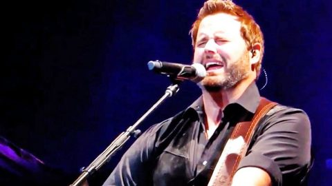 Country Star Randy Houser Entertains With Powerhouse 'Simple Man' Cover | Country Music Videos