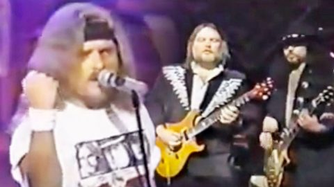 Skynyrd 'Keeps The Faith' In Live Performance That Will Have You Yelling Hallelujah | Country Music Videos